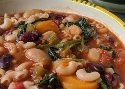 Bønne Suppe Med Blandede Bønner, Selleri & Suppe Nudler