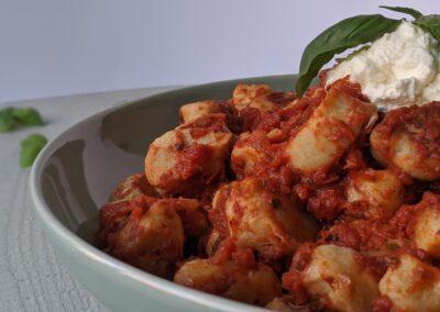 Gnocchi Pomodoro Med Ricotta & Basilikum