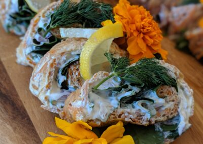 Gulerodsroulade Med Salat, Urter & Creme Fraiche