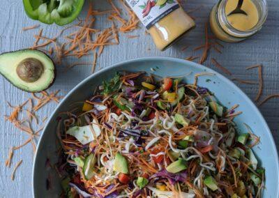 Kål salat Med Nudler, Pepperfrugt & Mango Chili Dressing Fra Svansø