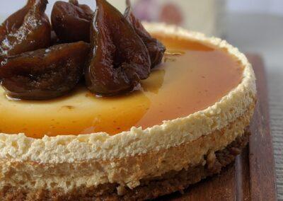 Bagt Cheesecake Med Karamel Sauce & Brændte Figner