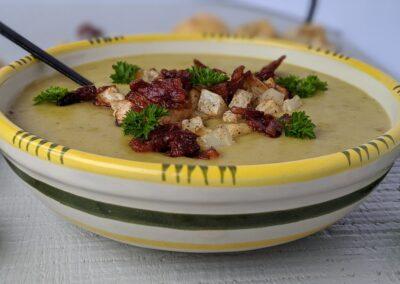 Kartoffel porrer suppe m. Knoldselleri Tern og bacon
