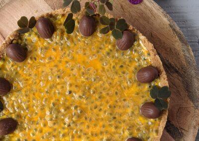 Påske Kage M. Hvid Chokolade Mousse & Frisk Passionsfrugt