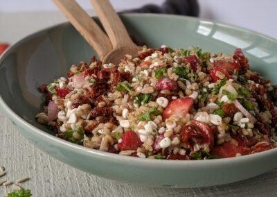 Perlebyg Salat Med Jordbær & Hytteost