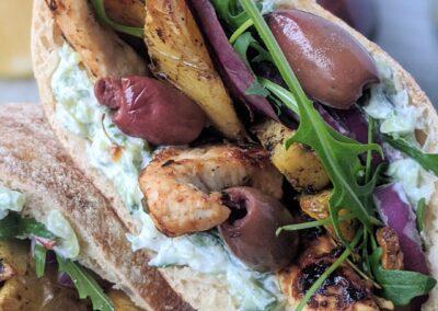Græske Gyros M.  Timian Marineret Kylling, Tzatsiki & Bagte Kartofler