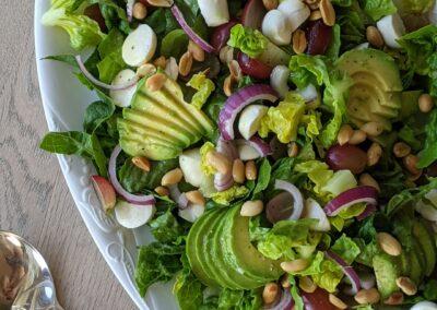 Sommer Salat M. Druer, Avocado, Mozzarella & Peanuts